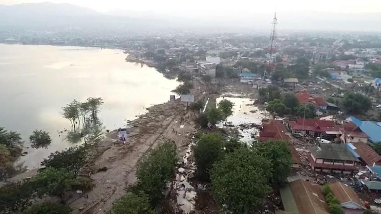 Kerusakan akibat tsunami pasca gempa palu (DRONE PILOT TEZAR KODONGAN/via REUTERS)