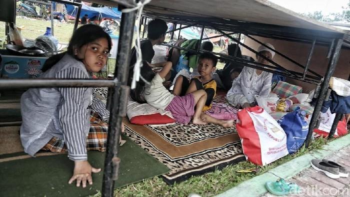 Pengungsi Korban Gempa dan Tsunami di Tenda Darurat (Foto: Pradita Utama)