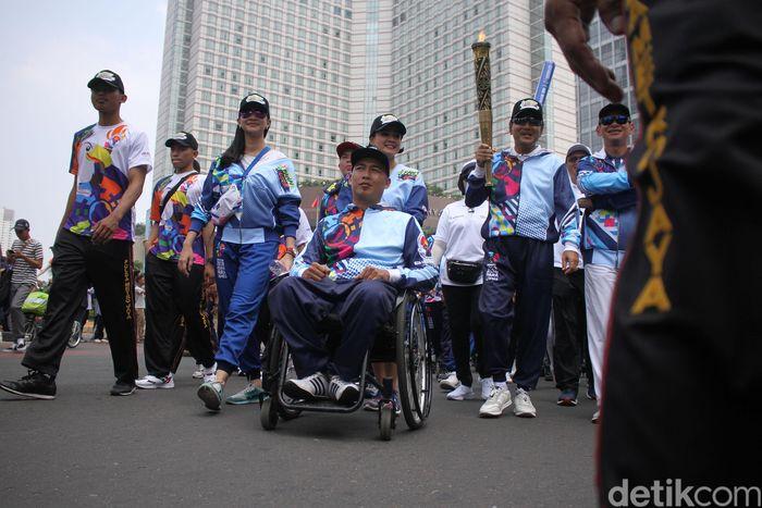 Begini potret kemeriahan pawai obor Asian Para Games 2018 di kawasan CFD, Jakarta, Minggu (30/9/2018).