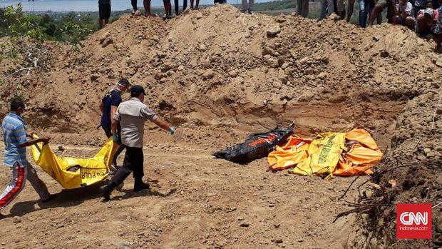 Pemakaman massal korban gempa dan tsunami Palu, beberapa waktu lalu.