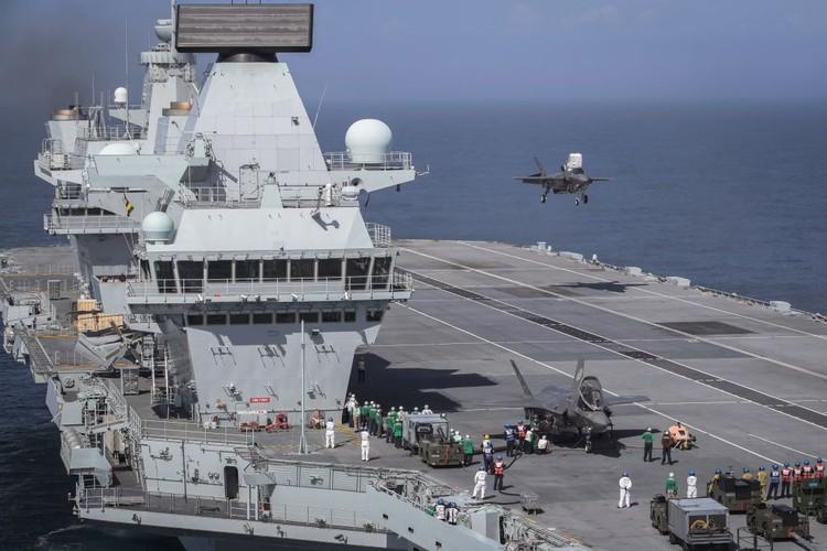 Pesawat HMS Queen Elizabeth