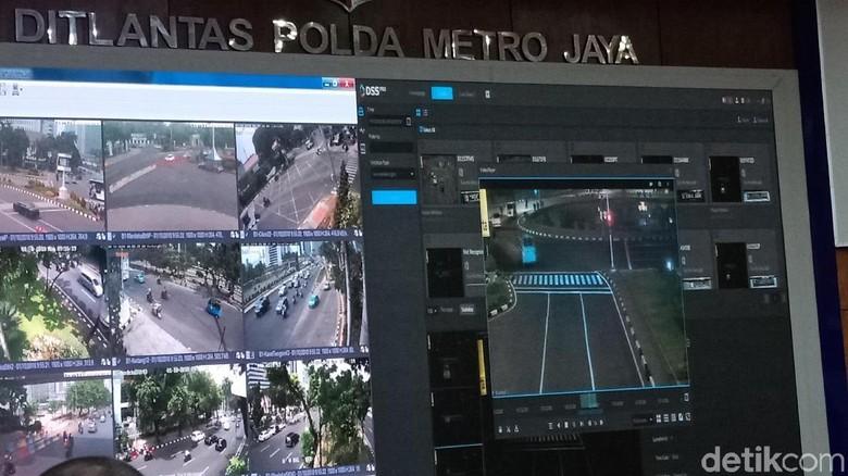 Ruang kontrol e-Tilang di Ditlantas Polda Metro Jaya Foto: Eva Safitri/detikcom