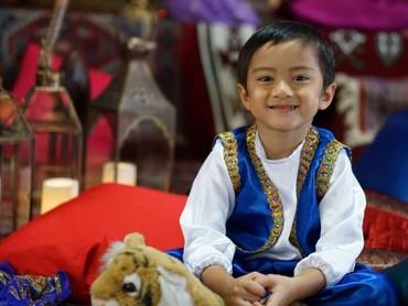 Aih, ada Aladdin cilik nih. Tampan banget deh! (Foto: Instagram/keefebazli)