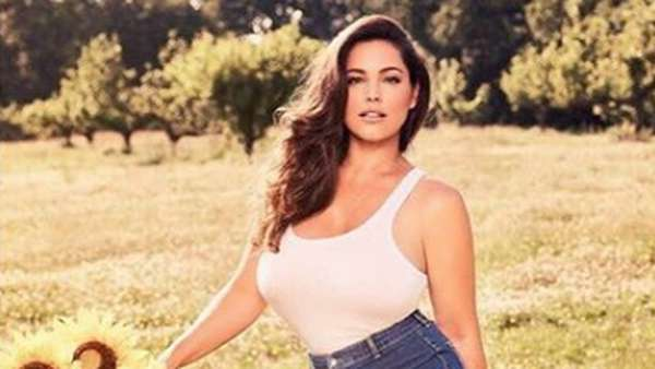 Menanti Aksi Si Seksi Kelly Brook di Film Santet