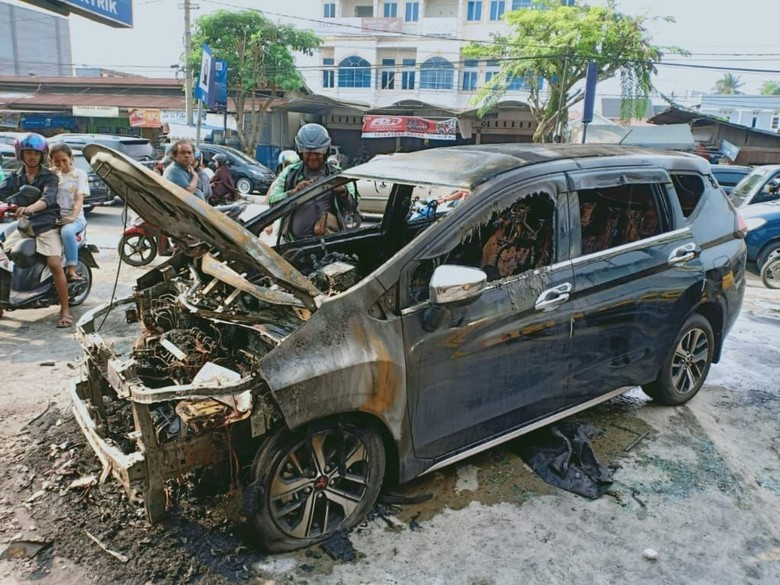 Mitsubishi Xpander terbakar di Riau Foto: Istimewa