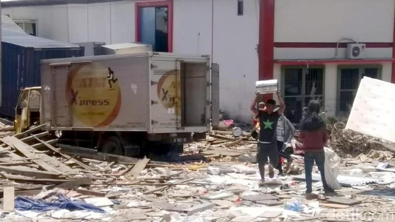 BNPB: Ada Pencegatan Kendaraan Logistik di Sulbar Menuju Palu