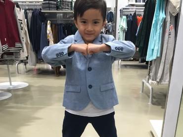 Sudah umur 7 tahun, gaya Keefe makin kece deh. (Foto: Instagram/keefebazli)
