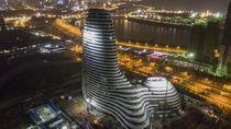 Gedung Baru di China Ini Disebut Mirip Penis Raksasa
