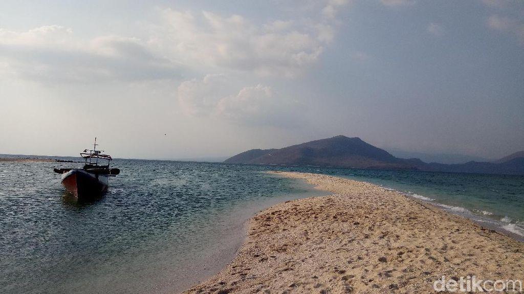 Pulau Nisa Pudu yang Eksotis di Sumbawa