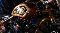 Merayakan Hari Batik dengan Sepeda Motor