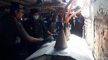 Petugas Gerebek Pabrik Miras Bermodus Rumah Kosong di Tuban!
