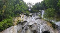 Air Terjun Cantik di Tengah Hutan Ambon