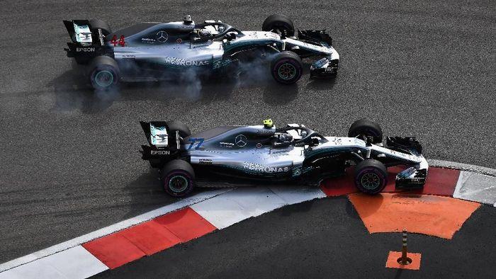 Valtteri Bottas menerima keputusan team order Mercedes. (Foto: Clive Mason/Getty Images)