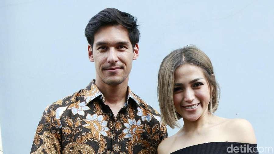 Serasinya Jessica Iskandar dan Richard Kyle dengan Batik