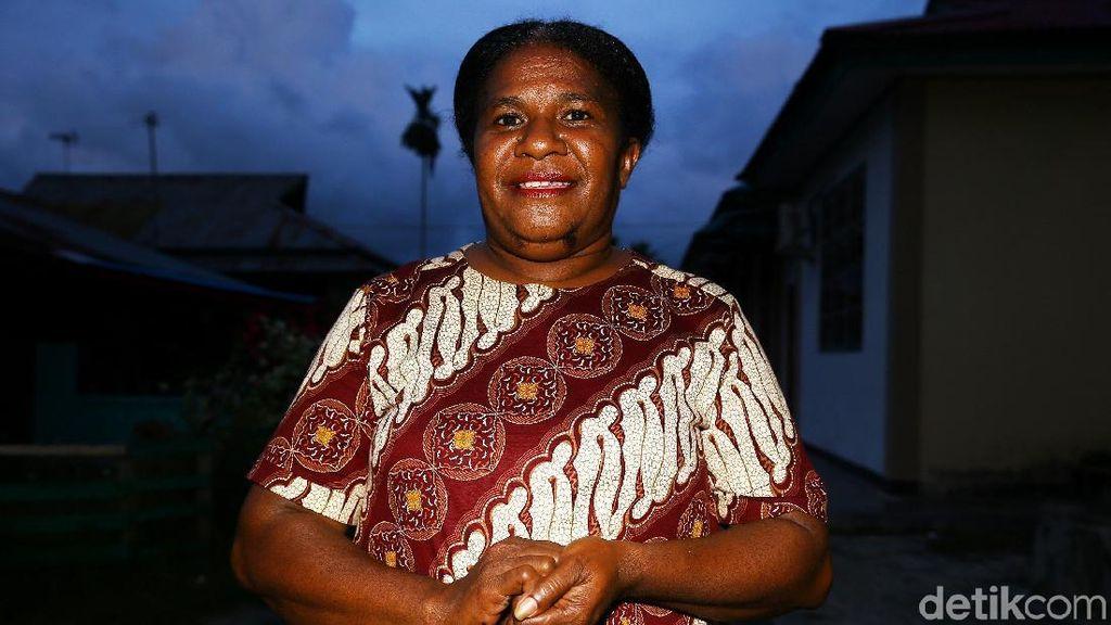 Kenalan dengan Mama Hana, Pengusaha di Perbatasan RI-PNG