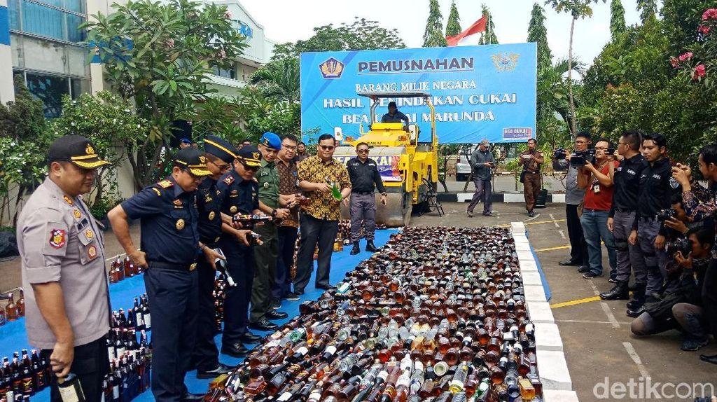 Bea-Cukai Musnahkan Jutaan Batang Rokok dan 2.245 Miras Ilegal