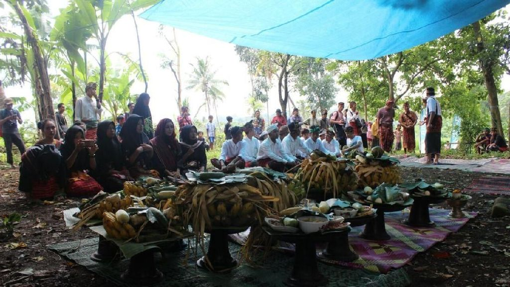 Kisah Artefak Kuno, Ritual Adat dan Gunung Samalas di Lombok