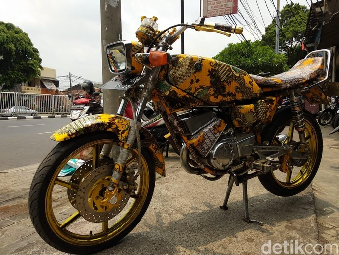 Yamaha RX-King Berbaju Batik