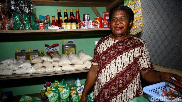 Mama Hana, 'Pejuang' Perempuan yang Gerakan Ekonomi Perbatasan