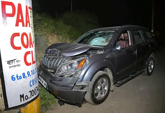 Mobil korban. Foto: Reuters