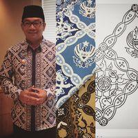 Batik Garuda Kujang Kencana karya Ridwan Kamil.