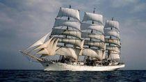 Kapal Layar Legendaris Polandia Mampir di Jakarta