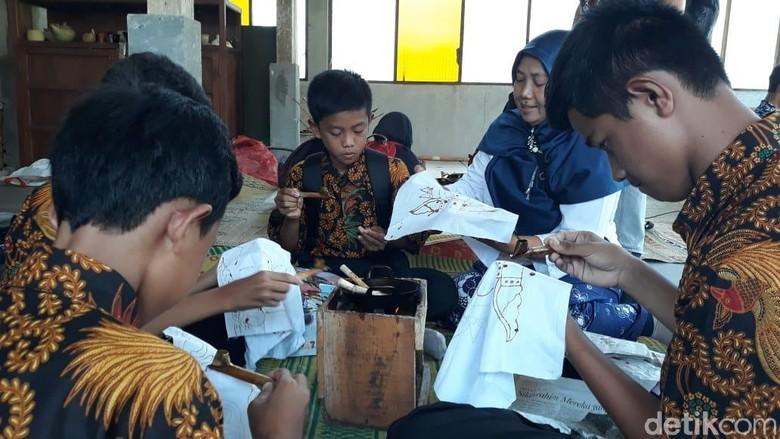Peringatan Hari Batik Nasional di kawasan Borobudur (Pertiwi/detikTravel)