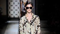 Foto: Keindahan Batik Eksis di Produk 5 Brand Internasional Ini