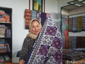 Hari Batik, Kamu Sudah Kenal Guru Batik Nasional yang Dinobatkan Jokowi Ini?