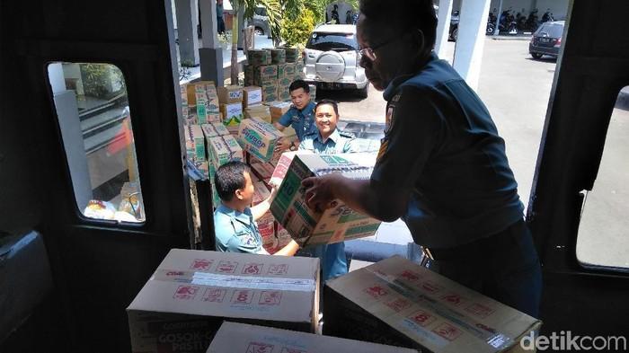 Ilustrasi penyaluran bantuan untuk korban gempa dan tsunami di Sulawesi Tengah (Foto: Deny Prastyo Utomo)