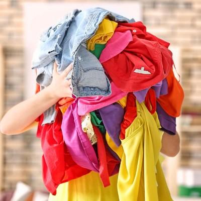 Ilustrasi tumpukan baju bekas. Foto: Dok. iStock