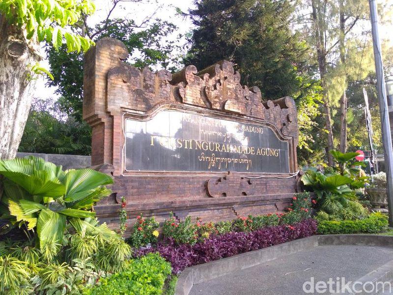 Lapangan Puputan Badung, Denpasar, Bali, menjadi salah satu ruang publik yang ramai dikunjungi pada sore hari. (Aditya Mardiastuti/detikTravel)