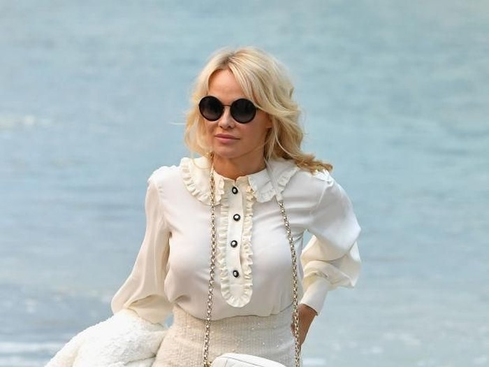 PARIS, FRANCE - OCTOBER 02:  Pamela Anderson attends the Chanel show at Le Grand Palais as part of Paris Fashion Week Womenswear on October 2, 2018 in Paris, France.  (Photo by Julien M. Hekimian/Getty Images for Chanel)