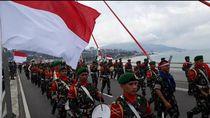 Foto: Meriahnya Pawai Merah Putih di Ambon