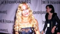 Dan tentu saja Donatella Versace yang punya wajah unik dan cantik di saat muda.Diane Freed