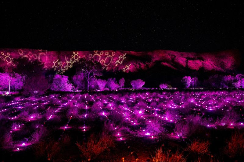 Parrtjima adalah satu-satunya festival cahaya yang bertema kebudayaan Aborigin melalui seniman berdarah Aborigin. (Parrtjima Australia/Facebook)