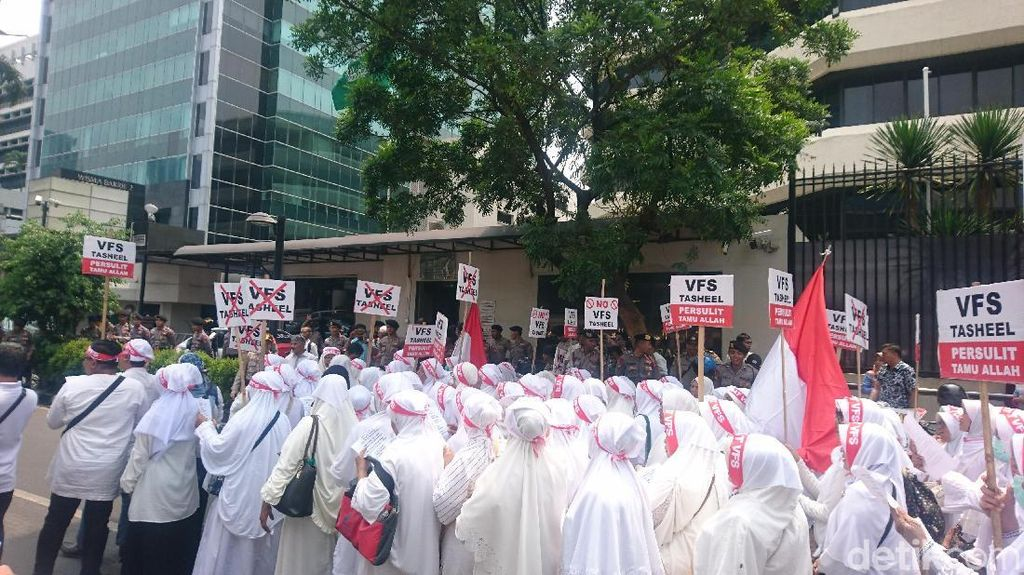 Travel Agent Juga Demo ke Kemenag dan Kemlu Protes Visa Umrah