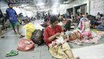 KRI Makassar Angkut Pengungsi Korban Gempa Palu
