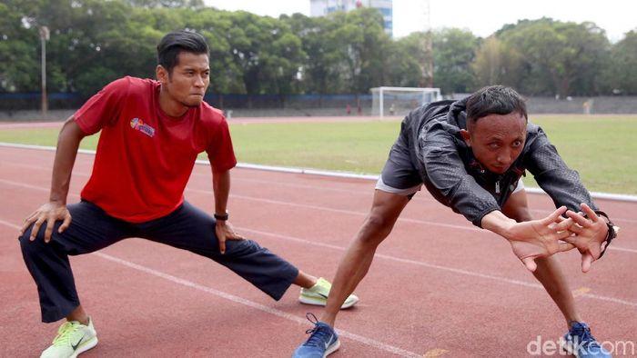Abdul Halim Dalimunthe (kanan) bersiap menghadpai Asian Para Games 2018. (Agung Pambudhy/detikSport)