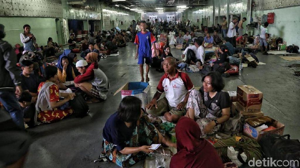 Pengungsi Palu Mulai Tinggalkan Makassar
