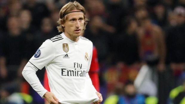 Penampilan Modric mulai melambat dan tak bisa bertahan dengan baik.
