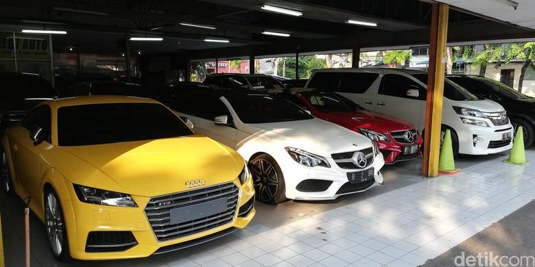 Diler mobil mewah bekas di Jakarta. Foto: Rizki Pratama