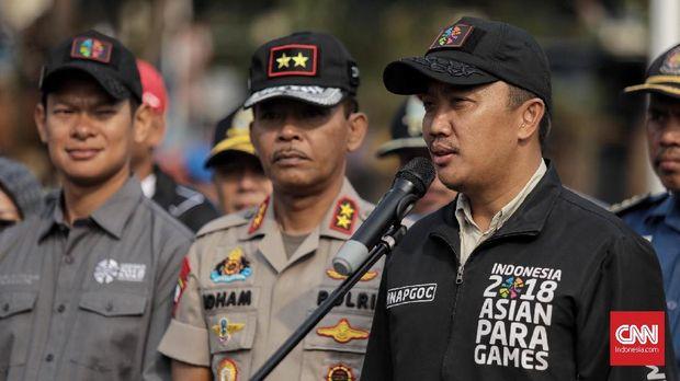 Menteri Pemuda dan Olahraga Imam Nahrawi (kanan), di Polda Metro Jaya, Jakarta (3/10).