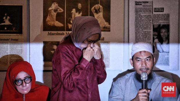 Ratna Sarumpaet sempat menangis kala mengakui kebohongannya.