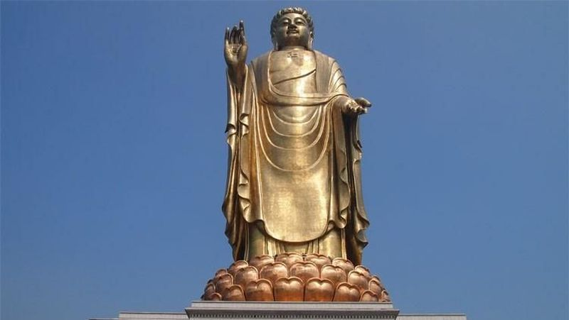 Foto: Spring Temple Buddha merupakan patung yang berada di Provinsi Henan, China. Patung ini tercatat di Guinness World Records sebagai patung tertinggi di dunia. Patung Budha ini memiliki ketinggian 153 meter. (springbuddhatemple.com)