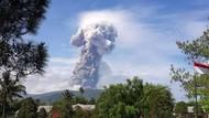 Foto: Abu Vulkanik Erupsi Gunung Soputan Membubung 4 Km