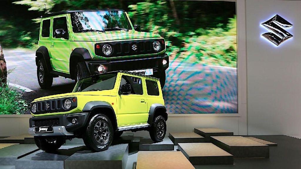 Suzuki Jimny Kotak Terbaru Parkir di Paris