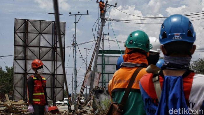 Perbaikan Jaringan Listrik di Palu/Foto: Pradita Utama