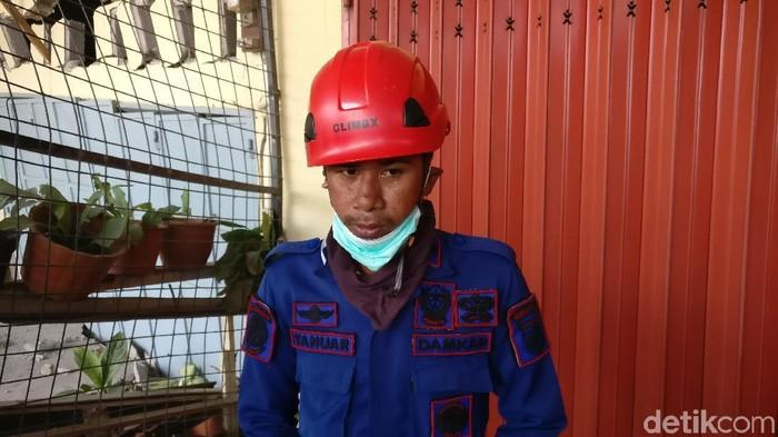 Foto: Yanuar petugas pemadam selamat dari tsunami (Firdaus-detik)