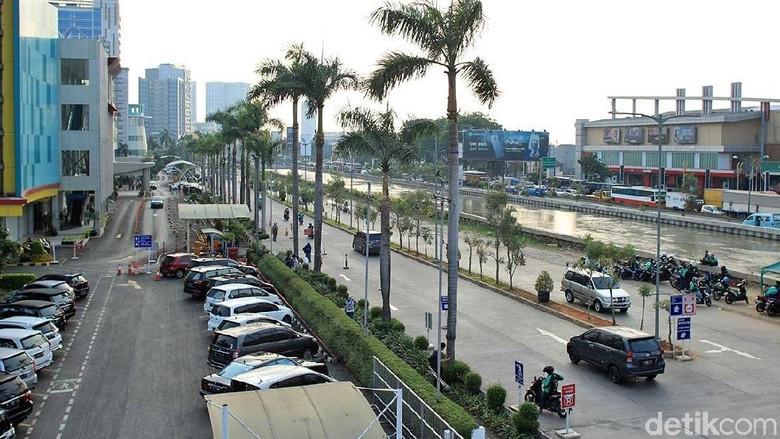 Suasana Kota Bekasi di tepi Kali Malang (Randy/detikTravel)
